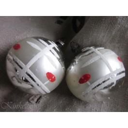 2 Oude kerstballen