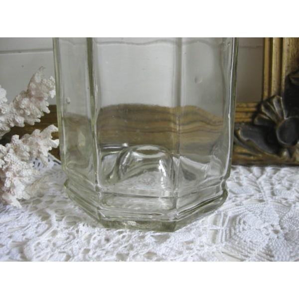 Oude glazen fles met stopje for Decoratie fles