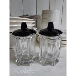 Set oude glazen jampotjes